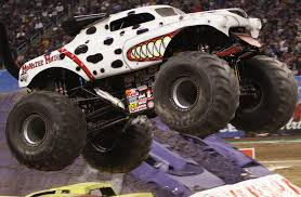 monster jam madusa truck monster mutt dalmatian monster trucks pinterest monster