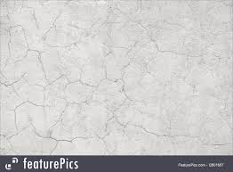 picture of light concrete wall with cracks