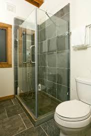cabin bathrooms ideas best 25 small cabin bathroom ideas on pinterest cabin bathrooms