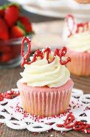 Decorative Ways To Cut Strawberries Strawberries And Cream Cheesecake Cake Life Love And Sugar