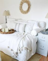 How To Make A Twin Bed Headboard by Best 25 Full Size Daybed Ideas On Pinterest Full Daybed