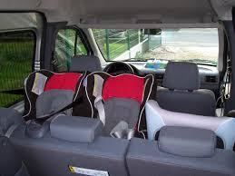 peut on mettre 3 siege auto dans une voiture voiture famille nombreuse