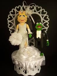 kermit the frog in black tux u0026 miss piggy wedding cake topper