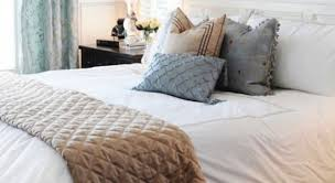 how to place throw pillows on a bed homegoods throw blanket