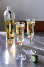 liqueur martini st germain and champagne