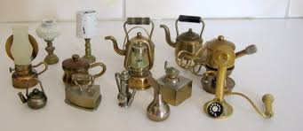 brass a lot of solid brass miniature ornaments and 4 metal