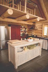 cuisine home staging îlot de cuisine en bois de grange et armoire en bois de grange