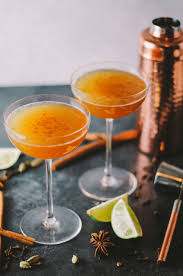 best thanksgiving cocktail 25 thanksgiving cocktails recipes for fall holiday drinks