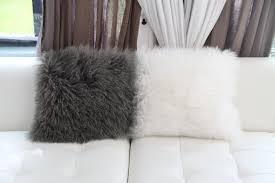 coussins design pour canape idées déco 10 coussins pour accessoiriser votre canapé sur
