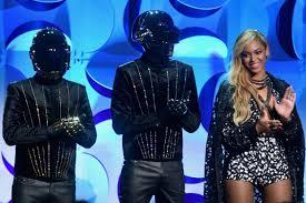 Beyonce Coachella by Daft Punk Replacing Beyonce At Coachella Gets 3 1 Odds Hypebeast