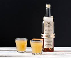 bourbon thanksgiving cocktail bourbon cider cocktail with cinnamon ginger