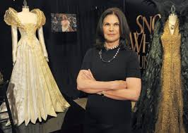 evil queen in u0027snow white and the huntsman u0027 wears feathers beetle