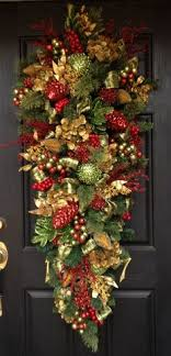 resultado de imagen de outdoor swags wreaths
