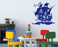kinderzimmer pirat wandtattoo pirat auf piratenschiff frs kinderzimmer überall