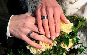 verlobungsring tragen verlobungsring am linken finger getragen trauringe titan pur