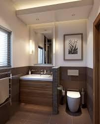 Kleines Bad Fliesen Kleines Badezimmer Trennwand Waschkonsole Holz Toilette Braun