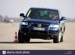 dark blue volkswagen car vw volkswagen touareg v6 tdi model year 2004 dark blue