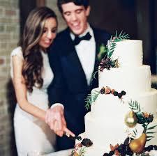 wedding cake cutting when should you cut your wedding cake martha stewart weddings