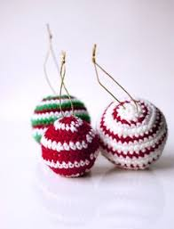 crocheted christmas crocheted christmas ornaments baubles free pattern crochet