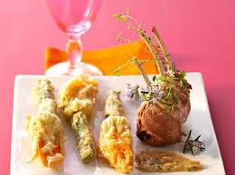 cuisiner les fleurs de courgette comment cuisiner les fleurs de courgettes cuisine actuelle
