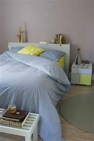 chambre bleu et mauve peinture chambre mauve gris linge de lit bleu et jaune