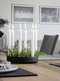 Wohnzimmer Einfach Dekorieren Muuto Kerzenleuchter Mit Kräutern Dekorieren Tischdeko Mit