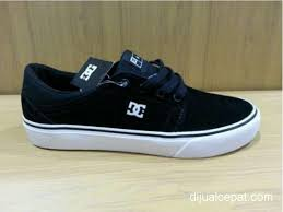 Sepatu Dc dijual cepat sepatu dc trase tx suede surabaya dijual cepat
