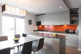 grand ilot de cuisine cuisine avec grand ilot central rayonnage cantilever