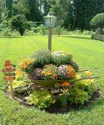 innovative front lawn decor ideas 17 best ideas about fall yard