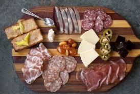 cuisine lyonnaise découvrir la cuisine lyonnaise charcuterie et le fromage dinetto