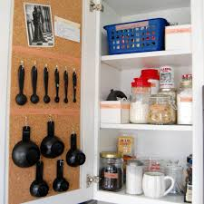 organisation cuisine armoire de cuisine bien organisée organisation de la maison