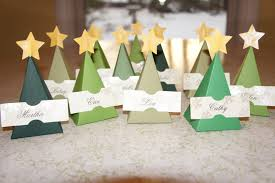 fur and green feathers christmas tree place cards