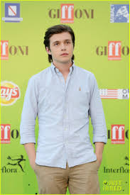 film frozen intero nick robinson brings everything everything to italy ahead of dvd