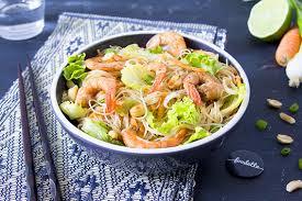 cuisiner des crevettes salade thaï de crevettes la recette de salade thaï de crevettes