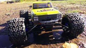 rc monster truck video 1979 chevy silvarado ultra 4 rally truck on a dirt track jumps