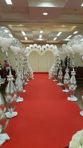wedding backdrop ideas with columns balloon decoration in white and silver wedding balloon
