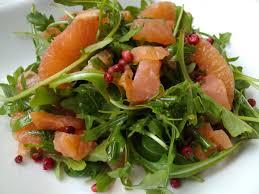 cuisiner saumon fumé salade de saumon fumé à la roquette et plemousse cuisine