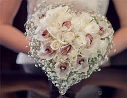 wedding bouquet ideas wedding bouquet ideas heart shaped bouquet diy weddings magazine