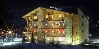 the hotel is located just a few steps away from the slopes hotel