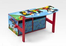bureau enfant mickey notre mobilier à l effigie de personnages de dessins animés banc