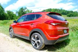 hyundai tucson night first drive 2016 hyundai tucson grows up to make it on its own