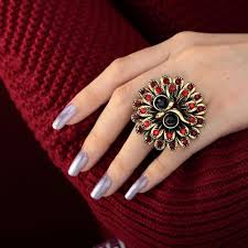 girls rings hands images Beautiful rings in hands google search tun ng r ng jpg