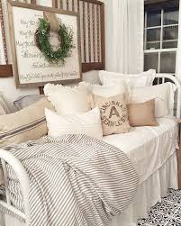 Go To Bed In French Best 25 Daybeds Ideas On Pinterest Daybed Rustic Daybeds And