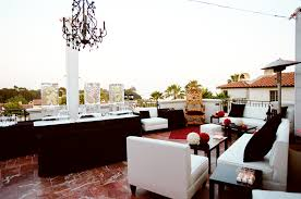Simple Black And White Lounge Pics Inspiring And Comfortable Lounge Space Styles For Your Reception