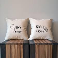 engraved pillows sie ist ein fang er ist ein keeper harry potter kissenbezug 18 x