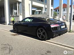 audi r8 blacked out second generation audi r8 v10 spotted with mythos black paint