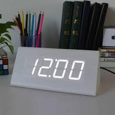 horloge sur le bureau moderne imitation triangle bois horloge de bureau alarme led