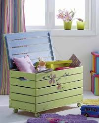 How To Build A Small Toy Box by Best 25 Pallet Toy Boxes Ideas Only On Pinterest Pallet Trunk
