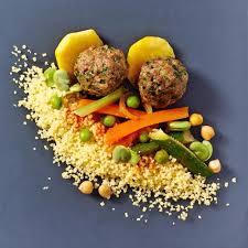 cuisiner un couscous recette couscous boulettes de bœuf aux herbes cuisine madame figaro