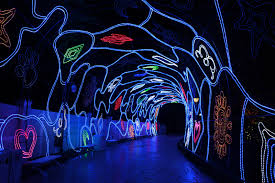 free admission to light show in happy valley